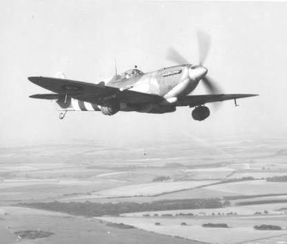 Spitfire com barril de cerveja 2