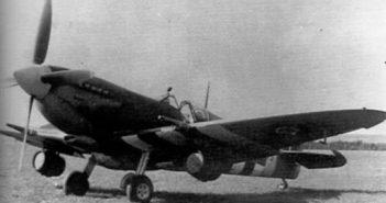 Spitfire com barril de cerveja