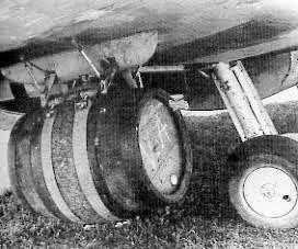 Spitfire com barril de cerveja 3