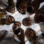 Parte da turma da excursão com o 1o copo de cerveja